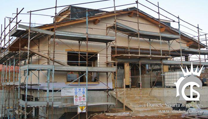bioedilizia: villa con sistema costruttivo in legno rivestito in pietra