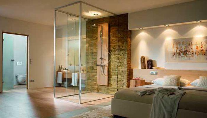 Suite con doccia a vista a centro stanza