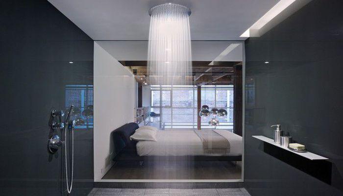 Doccia in resina con trasparenza sulla camera da letto