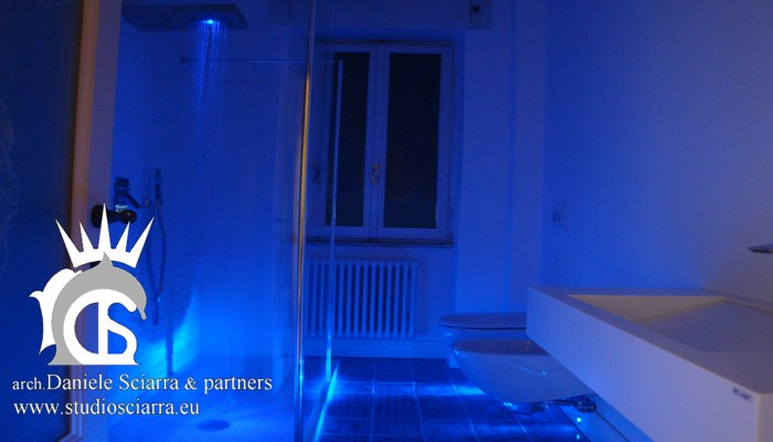 Bagno in resina bianca e luci led blu