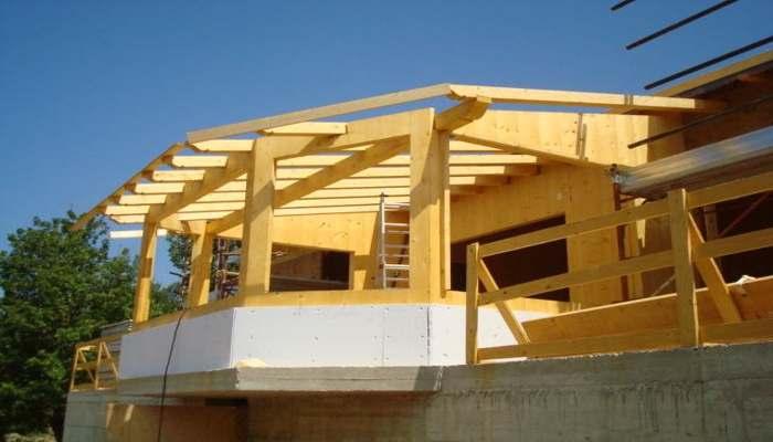 Case in legno: montaggio dell astrutture e delle pergole