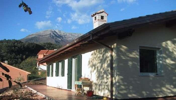 Case in legno: rivestimento esterno con intonaco o pietra