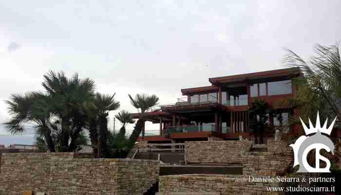 La villa e il basamento delle piscine
